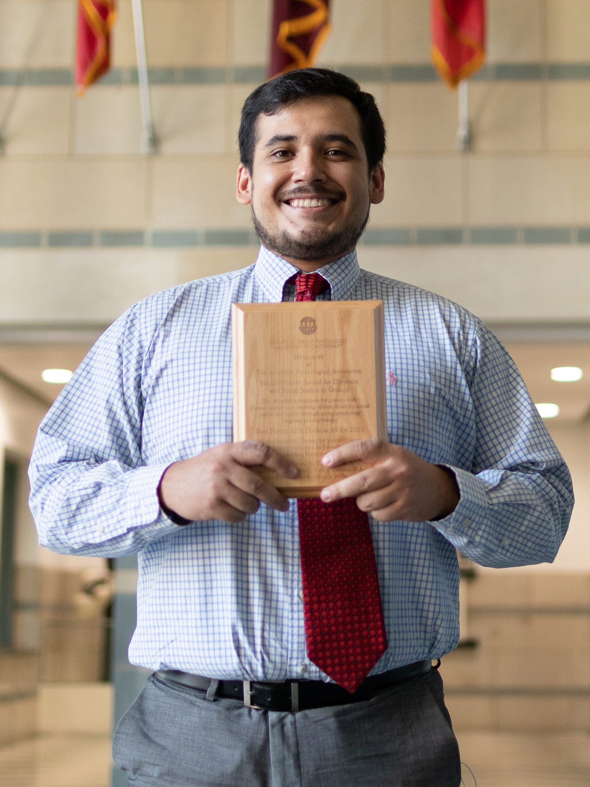 Flores with award