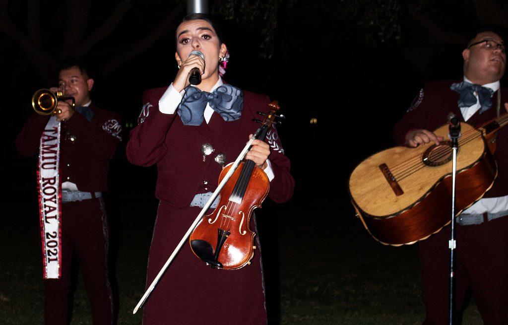 Mariachi Internacional performs for El Grito